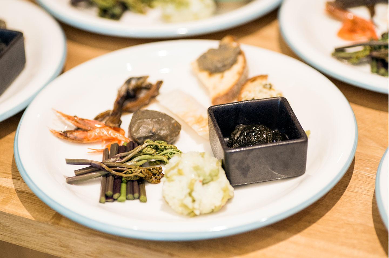 ケユカのプレートに盛り付けられたお料理