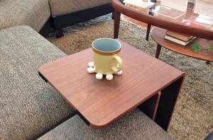 シーンに合わせて自由に置けるクワミサイドテーブル