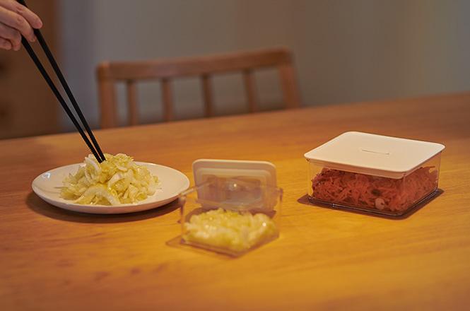 シリコーン菜箸 30cm ブラック、湖畔プレート 19cm、FREEP 保存容器 300ml、FREEP 保存容器 640ml